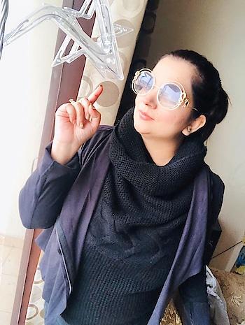When in doubtzz..... Wear BLACK ❤️  #black #winters #style #pose #positivity #workmode #instagood #instapic #instagram #madame #ootd #nehaamitsinglaofficial #amilliondollaraffair