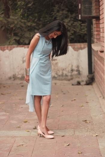 Waiting for Sunday like... 💤 #howilikeit #howilikeitjournal #fashion #fashionblogger #blogger #indianfashionblogger #pastels #pastel#pasteloutfit #fashion #dress #flyrobe #bluedress