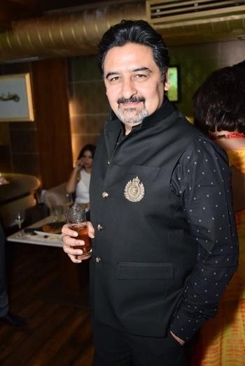 #men's fashion #kena #black #party #delhi #mensfashionblogger #umeshdutt #meenakshidutt #roposodutts #roposoparty #👌😘❤️🥂💃🏼🌹🤳