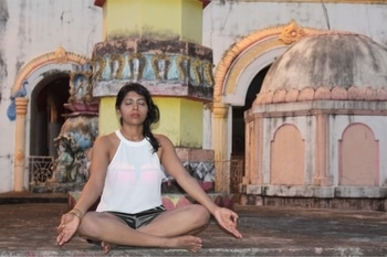 Finding peace in chaos. Everyday we get a choice to live in stress or peace, always choose peace as it will give direction to you to move forward... . . . . . . . #peaceofmind #peace #yoga #Goa #goastories #hyderabadi #fitfam #findingmyself #loveyourself #selflove #instadaily #inspiration #inspirationalquotes #indiaclicks #indiagram #indialove #indianyogi #yogisofinstagram #yogini #yogi #yogacommunity #fitnessmodel