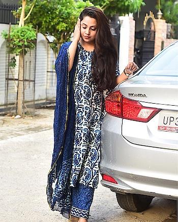 Indigo vibes with @bunaai!  #indianfashion #indigo #indigolove #indigoprints #indiansuits #ethnicfashion #ethnicity #fashionista #bloggerstyle #soroposofashion #roposoblogger #gorgeousandgusty