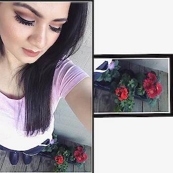 One pic with my beautiful flowers 🤩 #homeflowers #homestyle #sundayupload #makeupflowergirl #flowerstagram #flowerlovers #planting #homeplants #flowerplant 🌸