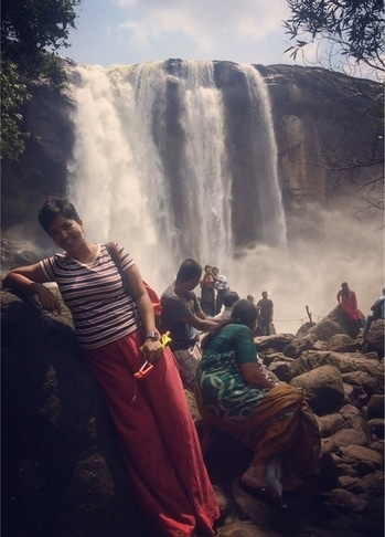 This is how we roll!! 💃🏻 Athirapalli Falls, Kerala. Dazzled by these powerful falls. The path first leads you to the top of the falls which is a bit of a misnomer. The actual beauty of the falls can be enjoyed by going down the trail to the base. Didn't want to head back !! #athirappilly #athirapally #waterfall #kerala #godsowncountry #incredibleindia #photography #travel #wanderlust #traveler #travelersnotebook #indiantravelblogger #mumbaitravelblogger #storiesofindia #iphonephotography #beautifuldestinations #naturelovers #natgeoyourshot #roposo-style #roposo  #soroposo #soroposoblogger