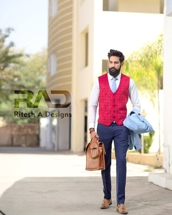 Snap backs & #Tattoos ?? , no Honey. good job & nice suits  . . Outfit @radbespoke . Bag    @the_vintagegarage . Tie      @threadsandshirts  . Watch @tsarwatches . Shot   @adityaries . . . #campaginshoot #LeatherBag #woodenwatch #campagin  #blogging #beard #moustaches #fashion #style #indianbloggercommunity #indianblogger #fashionblogger  #indianstyleblogger #blogger #menswearfashion #indiangentlemen #TheFashionLeague  #mensfashion  #fashion  #style #india  #mensstyle  #uber #menswear  #dope #dapper #uber #urban  #malebloggerindia #indianmaleblogger  @roposotalks @roposocontests