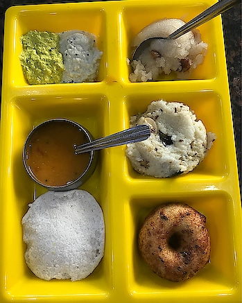 South Indian combo breakfast: kesari seera, pongal, medu vada, idli, sambhar, chutney. #foodiesofindia #chennai  #food