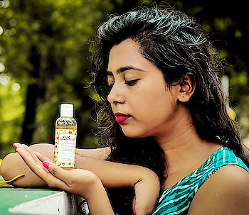 Now, if you have noticed, almost on every post I get complimented for my hair & get a quite few DM or friends asking me about hair care! Well, here's the secret!! @satthwa Premium Hair Oil This hair oil has this amazing elements in it that - 🌿slows premature greying  🌿promotes hair growth  🌿prevents dandruff  🌿reduces hair fall If your hair needs immediate attention please apply every week & leave it for overnight before washing the hair off. Ensure you warm the oil to activate the properties. This has a number of natural ingredients which our grannies has been telling us is good for hair since childhood- Almond Oil, Castor Oil, Coconut Oil, Grapeseed Oil, Emu Oil, Amla Oil, Jojoba Oil, Vitamin E, Olive Oil The product to price ratio is great too. Comes for ₹599 for 100ml of product. Easily available on Amazon or Flipkart or you can simply DM them!! Try & let me know😊💁🏻 #satthwa #satthwahairoil  #ig_photooftheday #instablogger #soroposo #style #haircare #hair #picoftheday #thursday #kolkatagram #kolkatablogger #fasionblogger #beautybloger #beauty #wednisdae
