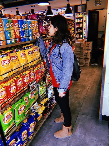 Let's shop some chips 😂🛍  #ootd #denim #fashionpost #feature #fashionland #foodie #junkfood #junkfoodieatheart #fashionblogger #delhiblogger