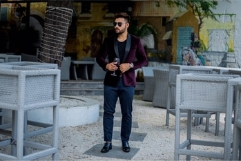 Full look preview for you guys! Want to know how i created this look then check out the blog( link in bio) tonight. 🍷👑 . . . . . . #jacket #dinnerjacket #fashionblogger #fashionbloggerindia #basic #playboy #outfit #velvet #outfitcombination #ootd #black #luxuryfashion #lookcreation #influencer #promoter #suit #maroon #varundhawan #inspiredlook #bar #barfashion #tie #menfashion #fashionformen #jackets
