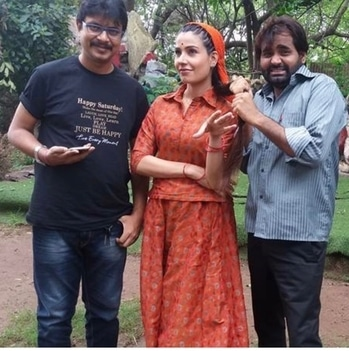 Behind the scenes (Munidhar) Great show & people too👌 Sweet memories😊 Can't resist myself without sharing it☺️ #throwback #shoot #munidhar #with #raajivji&guddu #always #pull #myhair #well #formoreupdates #staytunedwithme #😉👍♥️
