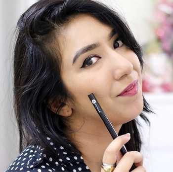 @trysugar Arrested For Overstay Waterproof Eyeliner  pen launched today officially !! It glides on ever so smoothly and literally lasts for the longest time. For girls with shaky hands, you are going to love it as it has a stable tip and is super easy to control 😍 It has semi-matte finish so I am sure most of you would like to try it out and what's best is that it is #waterproof and doesn't stinggggg 😄 #Obsessed . . . ** On eyes- #sugarcosmetics ARRESTED FOR OVERSTAY WATERPROOF EYELINER - 01 I'LL BE BLACK (BLACK) ** On Lips- #sugarcosmetics IT'S A-POUT TIME! VIVID LIPSTICK - 02 Breaking Bare (Mauve Pink) . . . . #sugarcosmetics #trysugar #makeup #eyeliner #bblogger #beauty #ArrestedForOverstay #JustLaunched #WaterproofEyeliner #indianblogger #india #delhiblogger #beautyblogger