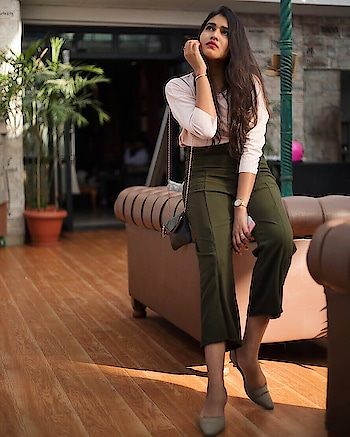 Outfit at Relaunch Of @culturerestro 🤩 . . So we had lots of fun at the relaunch of Culture, Scheme. They are up with beautiful ambience and Good food. That's a must visit place! Go and share Your experience with us about the new @culturerestro 😍 . . Lovely invitation : @mydesipandora   . . Photography: @aarshay_n_photography  . . #fashion #food #fashionblog #fashionable #mytaste2k18 #fabebg #conceptshoots #bhukkadfam #bespoke #love #ootd #pictureoftheday #photography #attite #lookoftheday #women #jaipur #Jaipurblogger #Jaipurbloggers #treasuremuse 🤗 #roposo #roposolove #roposlife #roposolover #roposofashion #roposofeed @roposofam #ropsofam #roposopost #fashion #lifestyle