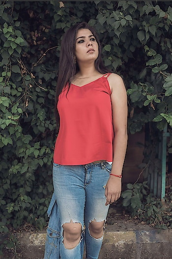 Don't let your dreams be dreams. I promised this to myself this new year. You should also live your dreams and bring smile on the face of most important person in your life i.e. YOU . . . . . . 📸 @saumya_singhstagram #fashionblogger #Fashion #indianblogger #lucknowblogger #streetwear #streetstyle #streetstyleblog #streetstylefashion #pl#pli#plixxoblogger #streetstyleblogger #lifestyleblogger #lifestyle #beautyblogger #wooplrxyou #ootd #wooplrinfluencer #roposolove #babesofsbl #onlyindia #red #fallfashion #denimjacket #denimlove #forever21 #vartikasaraswat #thewinsomesoul