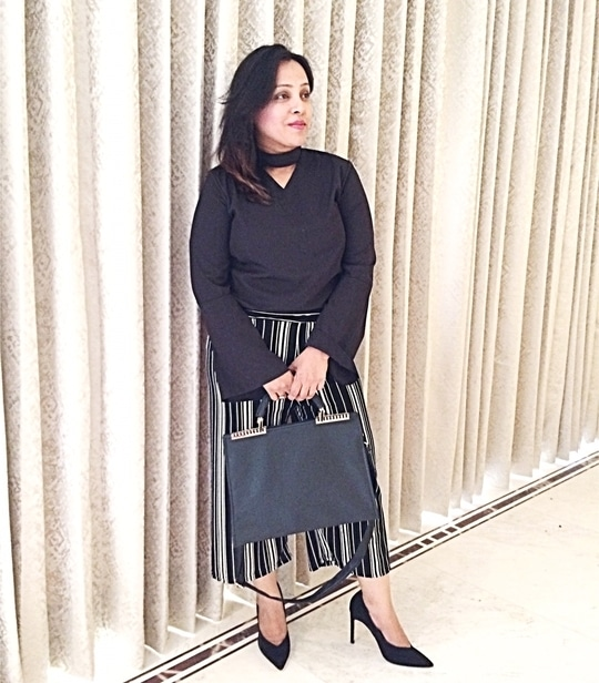 Office look 💼 Stripes Culottes @zaraindiaofficial . . . ✨#officelook #girlboss #friyay #fashionblogger #aboutalook #ootd #ootdsubmit #fashion #delhi #bangalore #chennai #lotd #travelblogger #styling #outfitinspo #whatiwore #bloggerstyle #styleblogger #streetstyle #streetstyleblogger #streetstyleluxe #indianblogger #potd📷  #summerlook #summerfashion #sundayvibes #officelook #instafashion #lifestyleblogger #vscoindia