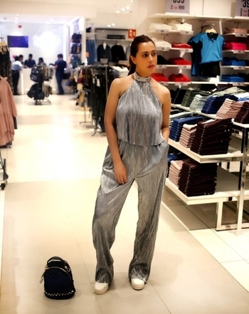 This Diwali shopping is not just shopping at splashshoppingfestival. This metallic silver jumpsuit- the perfect look for Diwali party season. Go and get ur wardrobe filled with fashion from your nearest splash store.. Shot and edited- @ghaavfilms  Assisted by- @soumyasnehi  #splashindia #splashshoppingfestival.. #fashionthodaforward #stylefashion #mettalicsilver #jumpsuit #diwalilook #diwalioutfit #fashion #style #fashionblogger #fashionaddict #styling #festivewear #festivetime #fashionbrand #whatiwore #yourpersonalstylist #wardrobe #stylediary #stylediary #fashionlook #trendoftheyear #metallicdress