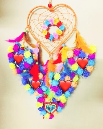 #staytunned with @saira_couture7795  OWNER- @rawking_rubss  Colorful Dream catchers☺😍 9pics requred✨ 👉🏻Made with love❣️ 👉🏻Handmade💕 Can b customized🤗 Dm for orders📥 #saira #colorful #dreamcatchers #heart #madewithlove #handmade #handmadegifts #handmadedreamcatchers #heart #love #flowers #feathers #fashion #trendingnow #lovemywork #gift #birthdaygift #shoppingonline #sairacouture #ordernow #dmfororders📥