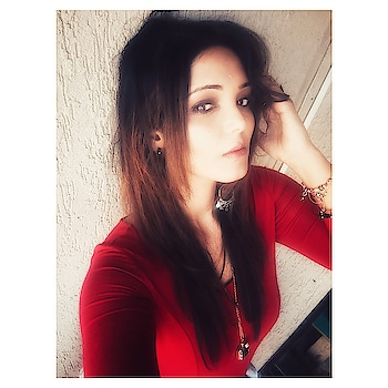 Oh! Put on your RED DRESS ❤️baby and why not post a Selfie 🙃#staychic #blogmyway . . . #reddress #red #indianblogger #hot #chic #wow #fabfitfun #fab #selfie #actor #model #instared #blondehair #fashion #cool #messyhair #classy #instapic #instagramer #babe #pujagarwal