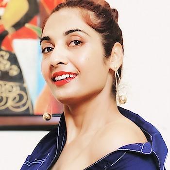 ✨💫Retro Vibes 💫✨  #fashionblogger #indianfashionblogger #beautyblogger #indianbeautyblogger #redlips #retrolook #retrofashion #ShailySingh