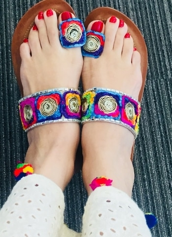 #footwear #colorful #footwearlove #fashiondiaries #soroposso #ethnicme #ethnicfever