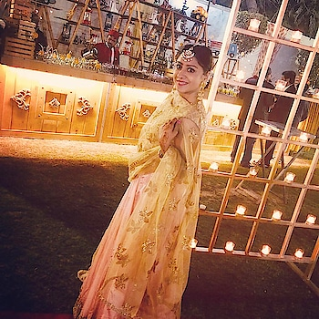 Jise Aap Dhund Rahe Ho Kya Pata Wo Apko Dhund Raha Ho!!!😉😉 @shaadi.com  #shaadi #shaadiwaliinspirations #jeevansaathi #life #wedding #lengha #weddingcake #weddingoutfits #oftd #ootdfashion #instalook #instapics #likesforlike #mangtika #ethnic #ethnicwear #indianethnic #goldenglobes #girly #weddingseason #tanavmuktikendra #roposo #roposo-heart #roposolove #roposostyle #ropo-post #roposo-fashiondiary