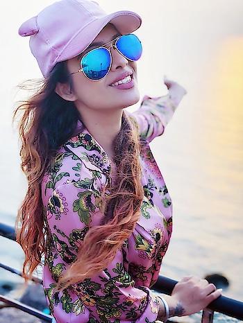 Live By The Sea 🌊 Love By The Moon ...🌊😍😍 : Goa diaries #majormissing  : #seaside #goa #goadiaries #summer #sealife #sealover #summertime #waves #seawaves #pink #pinkbeauty #cutiepie #summerlook #fashion #styleicon #fashioninsta #zara #nehamalik #model #actor #diva #blogger   : Pink #floralshirt frm @zara  Pink #cap frm @forever21