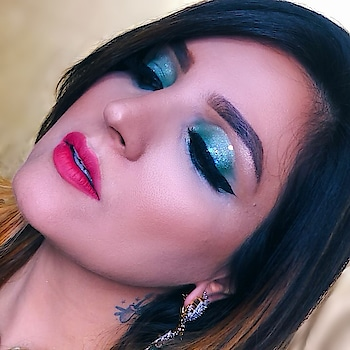 Glitters with a twist!!! Pressed Glitters by @glittergalaxy_in in Rainbow  ♥️ #beautyinfluencer #delhiblogger #makeuplook #glittermakeup #greeneyemakeup