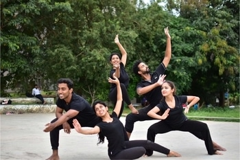 My dance team ! #Fitooraqs #dancer #indiandancer #contemporary #Bollywood #classicaldance #indiancontemporary #indianyoutuber #bangaloredancer #bangalore #bangaloreyoutuber