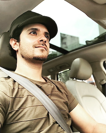 I like the #panoramic #sunroof in almost all cars. Gives natural light which creates #freshness and #positivity #audi #saxyraghav🎷