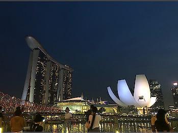 #singaporestyle #singaporeflyer #museum #singapore #marinabaysands #view #amazingview #designyournailsbyisha #cityview #citylight #singaporecity #love #lovely #enjoy #fun #enjoy #soroposo #roposolove #lovetotravle #enjoyinglife