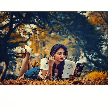 Each time you open a book and read it, A tree smiles knowing there's life after death... PC @vardaansinghphotography #shoot #pic #model #modeling #vardaansinghphotography #meerajoshi #mood #moodygrams #happinessquote #happyme #candid #actress #brightsideoflife #shinelikeastar #reading #reader #books #love