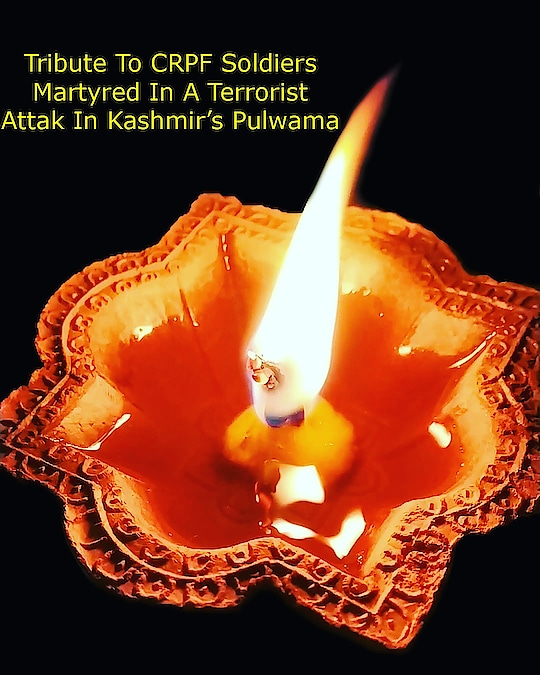 शहीद हुए सेना के जवानो को शत शत नमन..... . .  Tribute to the brave Martyrs...... At least 44 CRPF soldiers were killed and dozens injured in a terror attack in Jammu kashmir's pulwama district. . .  भारत माता की जय🇮🇳 .#terroristattack  #india  #indians #tribute #44martyrs  #sadindia