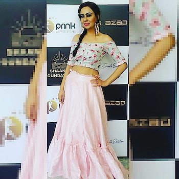 Offshoulders are in trend and I loved it either it's a offshoulder top or a choli💓 Just flaunt it with Ease and Confidence 😍✌ Style it with long pretty tassels and you r way to go🔥 #offshoulder #offshoulderstyle #offshouldercholi #ethniclook  #loveforethnic  #pinklehenga  #mintgreenoffshoulder #longtasselsearrings #stoneearrings  #sidebraid  #babypinkdress #pinklovers  #pinklips 💄 #pinktassels  #stylebloggerstyle #trend-  #indianfashionblogger  #mumbaifashionblogger