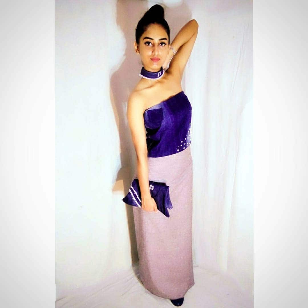 Hey guys, the look i'm sharing with you all today is my  #selfdesigned  denim top embedded with white pearl  and long grey skirt. I have tied my hair back into a high bun with my #denim choker giving me a stylish look. Makeup is kept minimal and nude. The denim purse is completing my look. Plez like , share, follow and comment. Wht do you guys think of the outfit? Thank you.😊 Dress designed :#selfdesigned #priyankatiwari Choker and bag : #handmade . . . . . . . . .  #thefragranceofartistry  #artandcreativity  #handmadedress  #handmadechoker #selfdesignedoutfit #handmadebag #ootd  #lucknowblogger #indianblogger  #fashion #fashionblogger  #roposolove  #indian