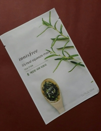Hello my lovely people i am having one more good and affordable face mask sheet by #innisfree .it is a good face mask sheet with real extracts of tea tree oil . tea tree is good to treate acne and break outs it soothes the skin and kill the bacteria and other harmful factors. if you really want to have even tone good nourished skin do use tea tree essential oil diluting it with olive oil .this mask sheet cost around 100rs.  all lovely girl's out there be confident and sexy in Your own way never give up on what you love and stay happy always and love your self 😚😚😚😚😘#roposogal #roposo-good #ropososkincarestory #roposo-makeupandfashiondiaries #roposofestive #roposoindia #roposonavimumbaiblogger #navimumbai #nykaa #nykaabeauty #lovenykaa #facemask #teatree #masksheet #innisfree #innisfreeindia #innisfreesheetmask #innisfreeofficial #innisfreereview #innisfreehaul #caring #naturalproducts #productreviewblogger #reviewer #reviewoftheday #reviewing #naturalproductlove #goodproduct #productreviewer #confidentgirlscommunity #confidentgirls #different-is-beautiful #skincareroutine #skincareblogger #skincareproducts #skincareessentials #skincareindia #lovemylife #lovemyfollowers #glowingskin #glowingface #glowup #natural #skincare #beingbeautiful #beingstylish #beingcreative #beingdiva #natural-look #facecare #acnefreeskin #breakeoutfree #clearskin #ropo-lov #passionforlife #beauty #naturalbeauty #naturalskincareproducts