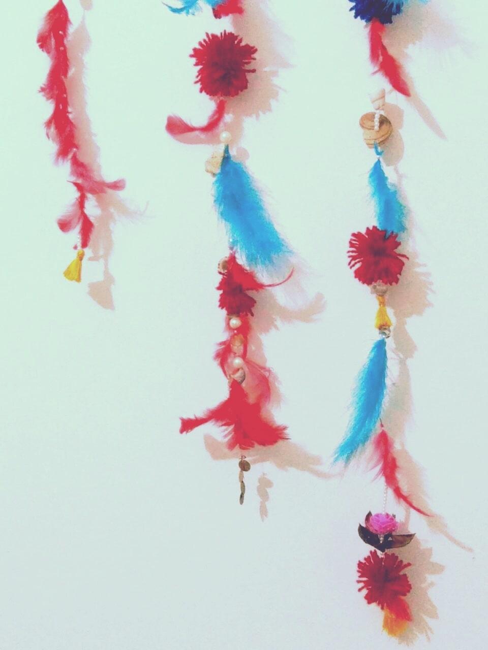 my feather woohoo 🌌🍃🌌 #mywork  #handmade #craftwork #leisuretime #feathers #seashells #pearls #tassels #pompoms
