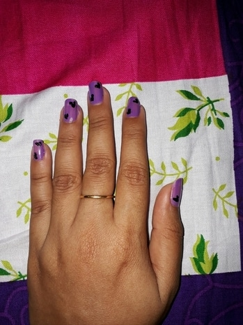 Nail artzzzz ... sorry guys din come out that perfect ... will make it out in next post #nailartwow #nail-addict #heart #love #purplelove #purpleandblacklove #nail-designs #buddingtalent #party #blackheart  💓💕💗♥♥♥💅
