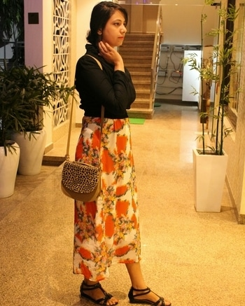 #ootdshare  #ootning #autumnfashion #cropjacket #floralprint #floralmaxi #fashionblogger #fashioninfluencer #thefashionista