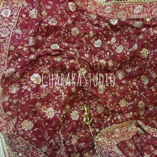 Gharara dupatta with beautiful zari zardozi handwork embroidery.   ORDER ONLINE. Whatsapp at 9971865919 to discuss.  #gharara #ghararastudio #ghararastudiobyshazia #chiffondupatta #ghararah #ghararas #ghararalove #ghararasale #fashionblogger #instafashion #fashiongirl #fashiongram #bridalgharara #ghararafashion #buyghararaonline #orderonlinegharara #ghararadesign #ghararadesigner #ghararabeauties #fashionpost #muslimwear #muslimbride #muslimahfashion