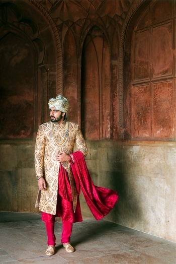 Shaddi Wear for HIM #mridulmadhok Whether you're in baraat or from the bride's side, make sure you look the part of wedding season. 🖤 . . A royal attire begins with an appealing fabric & colors, hand-crafted with contrasting embroidery and accessorised with Stole, neck-wear, Pagri and Jutti. Every single part of attire is hand-picked to make it complete at Sachdeva's Shahnawaab. @ #craftingprincehood . 📷 @bhwabgpt   #handcraftedinindia #sshahnawaab #maharaja #fashion #fashiondesigner #maharajastyle