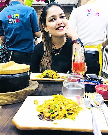Perfect backdrop !! Perfect food!! : @yumyumchaindia : #missfashioncupid #shubhiprakash #dinnerdate #dinner #foodporn #chinesefood