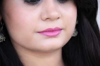 What do you think of this lipstick shade? I just love it. Check the overall look here: http://www.brideeveryday.com/indian-festival-makeup-look-2-fuchsia-lips-with-hint-of-blue-on-eyes #blogger #beautyblogger #lipstick #lipsticklove #lipstickaddict #makeup #makeuptips #oriflame @oriflameindia #roposogal #roposolove #soroposo #ropo-love #ropo-good #photooftheday #photography