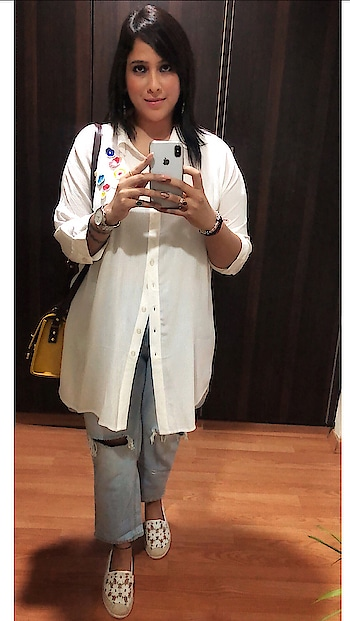 Life is like a mirror, we get the best results when we smile 😃  Keep the SMILE On 😇  #shilpajoshi #shilpajoshiofficial #smile #roposogirl #roposo #soroposo #roposolove #roposoness #selfiee 😍 #selfienation #i #me #myself #aboutlastnight #casualstyle #style #stylish #fashionnova #fashionista #fashion #ruggedstyle #ruggedjeans #colorbarcosmetics #colorbarfaces  #love #life #blessed  #harharmahadevॐ