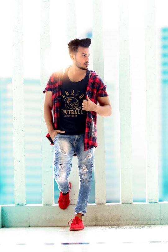 Duniya Ka Sabse Mushkil Kaam Karne Laga Hu Mai.🌍🙏🏻 Bas Apne Kaam Se Hi Kaam Rakhne Laga Hu Mai.. 😎💪🏻 #modeling #photoshoot #model #indian #at #valsad #mall #area #red #shoes #bollywood #actor #valsad #vapi #daman #silvasa #mumbai #pune #navsari #surat #vadodara #ahmedabad #likeforlike #likeforfollow
