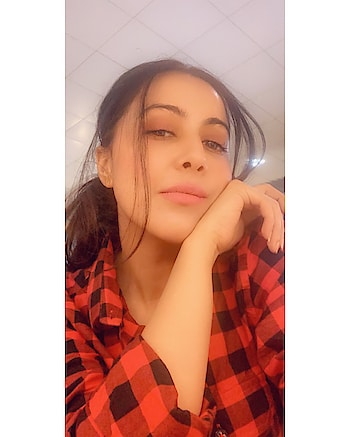 I water you, you water me and we grow together🌹  #quotetoliveby #rosepuri #rosepuri_styleblog #influencer #performer #selfiemode #stayskinfit