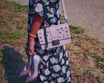 Pinks & Florals 🌸 . . . . . . . . . . #hm #anneklein #jbr #chennaiblogger #tamilblogger #shein #callitspring #koovsxyou #whatiwore #dubaistreetstyle #chennaifashionblogger #outfitinspo #outfitoftheday #outfitpost #chennai #ootd #jabong #myntra #mastandharbour #newlook #newlookmiddleeast #dubaibloggerslifestyle #taxidriverdrivesfashion #newlookstyleme #thisisnewlook #haircut #banarasisaree #southindianinfluencer