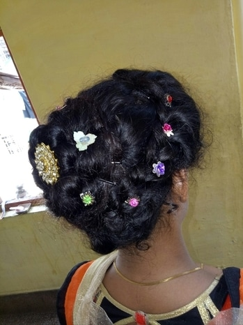 so here my summer hairstyle which is a hairbun... uh can see it as it is made by me..  the 1st one is on my sister hair Nd the next one is on my hairs ... in summer by making hairbun uh feel really very relief from the hot climatic conditions.. and uh will also have a big relief from sweat .. #summerhairstyle #mysummerhair #mysummerhairstyle #hairbun #summerdays #tryit #ropsogo #ropogood #ropoblogger #fashionblogger #fashionbloggerindia #blogger #roposolove #summerhairstyle