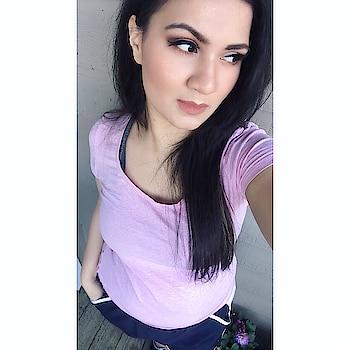 #justapose😜 #fridaypost #lovemymakeupinthispic #makeuplooks #makeuplover #simplyme #girliegirl #pinkandblack #maybellinelipstick #brownsmokeyeyes #nudelips #openhair 🧚🏻♂️