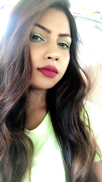 For the first time I curated such look and it had turned so well! #makeuptutorial 💚 #devkidhuria #thesnazzydiva #neonmakeup #neonmakeuplook #neoneyeshadow #beautybloggers #mumbaifashionblogger #instabeauty #thestylestamp #lipsticklover #mattelipstick #makeup #lookbook #popxobeauty #roposo #roposolove #roposomakeup #roposomumbai #roposotimes #roposocool #roposomakeupandfashiondiaries #roposomakeupartist