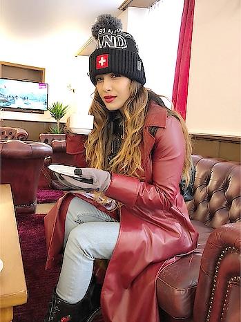 Espresso ☕️☕️☕️☕️ Anyone ? : #switzerland #freezing #snow #interlaken #interlakenswitzerland #blackcoffee #espresso #coffee #muchneeded  #travelblogger #travelandleisure #luxurytravel #switzerlandwithnehamalik #europetripwithnehamalik #nehamalik #model #actor #blogger