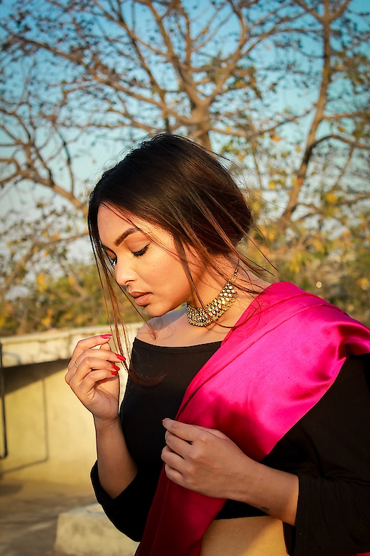 Our patience will achieve more than our force. . . Photographer @prarthanasingh_  . . . . #love #loveyourself #pink #indian #india #ethnic #fashion #fashionblogger #blogger #blog #style #styleblogger #beauty #beautyblogger #makeup #makeupjunkie #saree #sareelove #beautiful #fusion #nature #plixxo #campusbloggers #delhiblogger