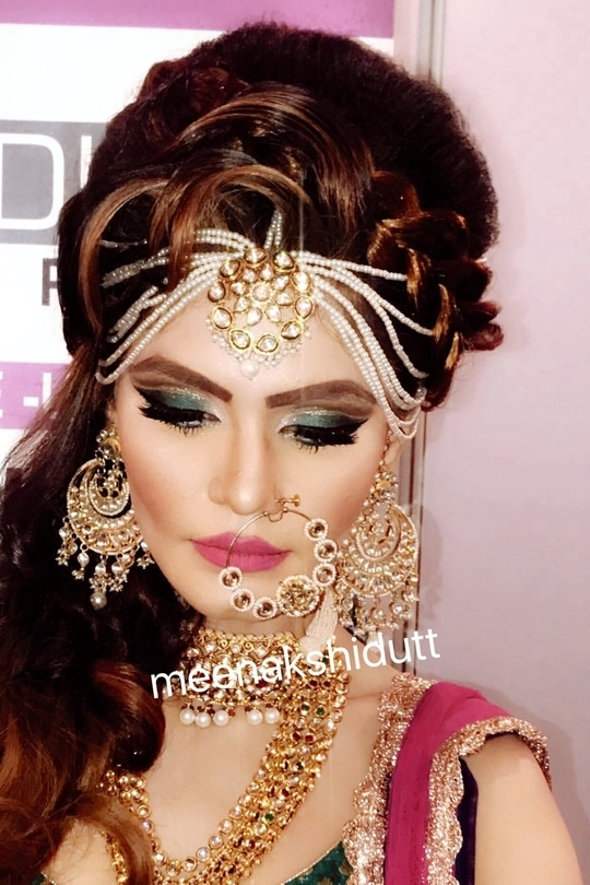 Glamorous #cutcreaseeyeshadow #meenakshidutt #meenakshiduttmakeoversdelhi #muaindia #muadelhincr #makeupartistindia #makeupartistsworldwide #makeupexpert #makeupartistdelhi #beautyexpert #makeupacademydelhi #hairandmakeupacademy #makeupschool #professionalmakeupartist #professionalmakeup #highlightandcontour #bridalmakeup #bridalmakeupartist #bridalideas #makeupforalloccassions  #indianbride #indianstyle